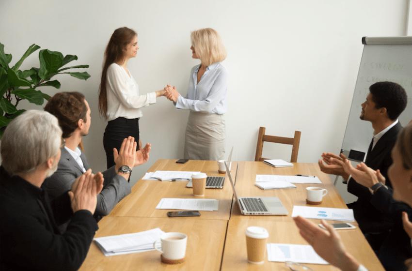Cultura do elogio aumenta satisfação e produtividade de funcionários