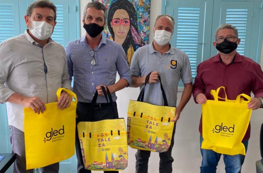 Programa 'Escola do Turismo' oferece aulas de inglês para servidores da Secretaria Municipal de Turismo de Fortaleza