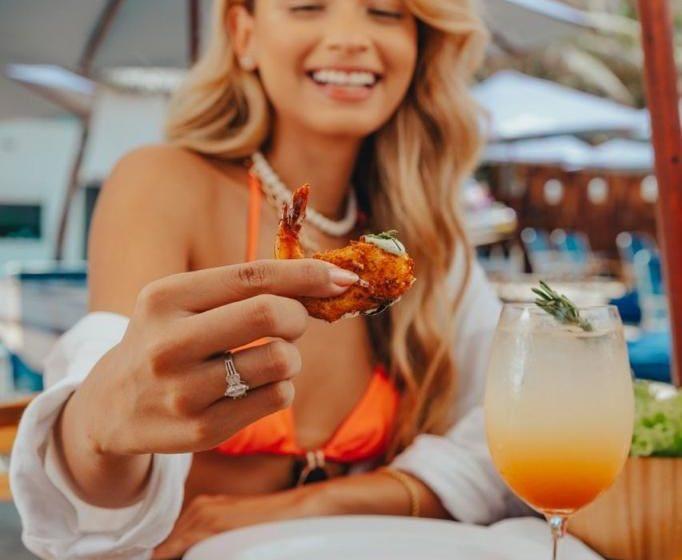 Confira 5 pratos para curtir um dia de sol na Orla Praia Club, novo beach club de Fortaleza